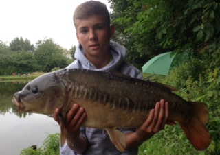 JAKE SAYER WITH 14lb 14oz. MIRROR, BAIT BOILIE